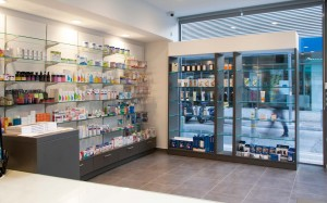 Φαρμακείο Ριζάς εξοπλισμός-ράφια φαρμακείου